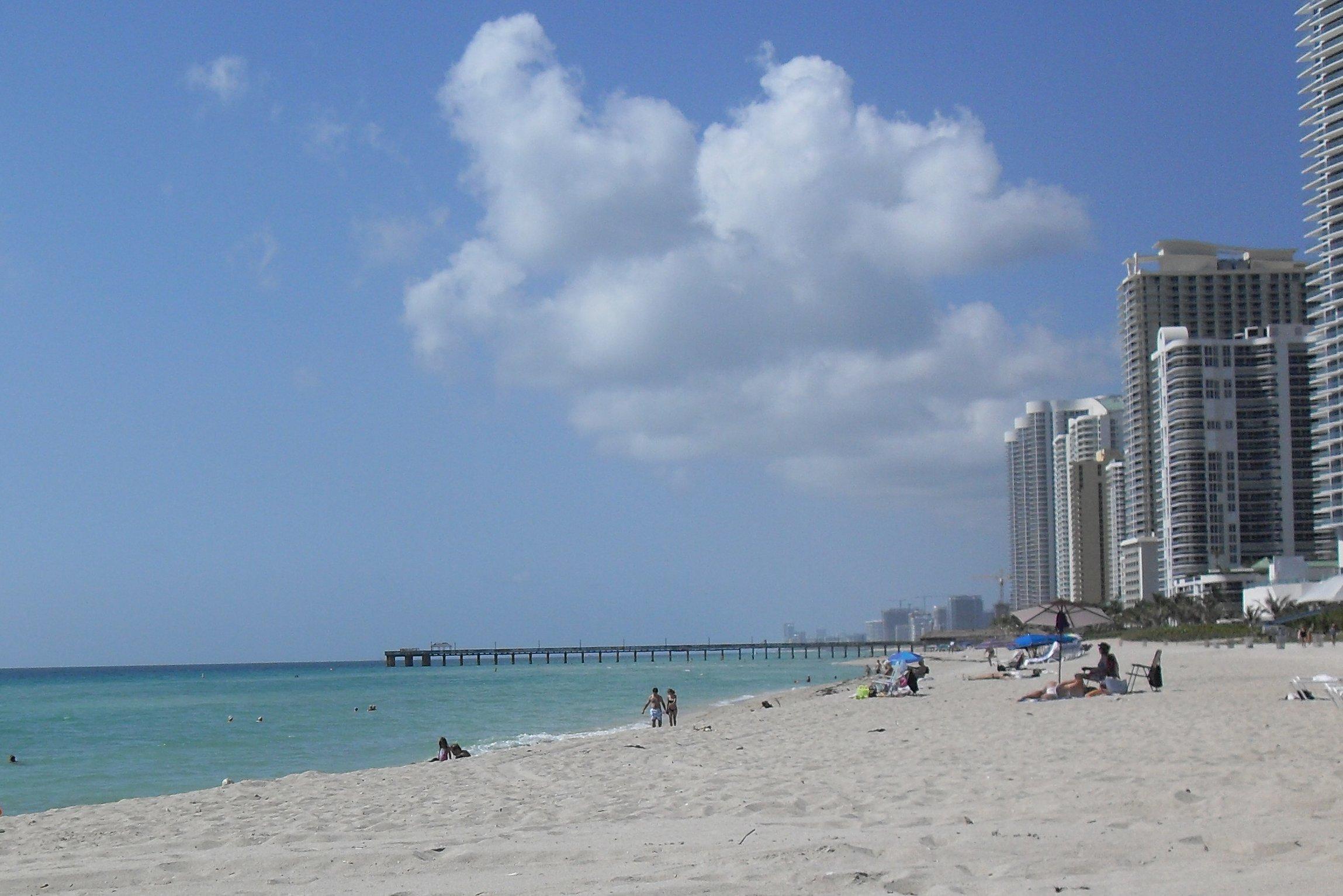 Beach-sunny-isle-miami-beach.JPG