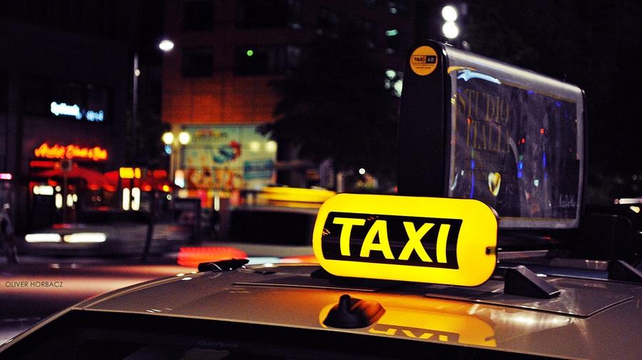Berlin Taxi (14127157633).jpg