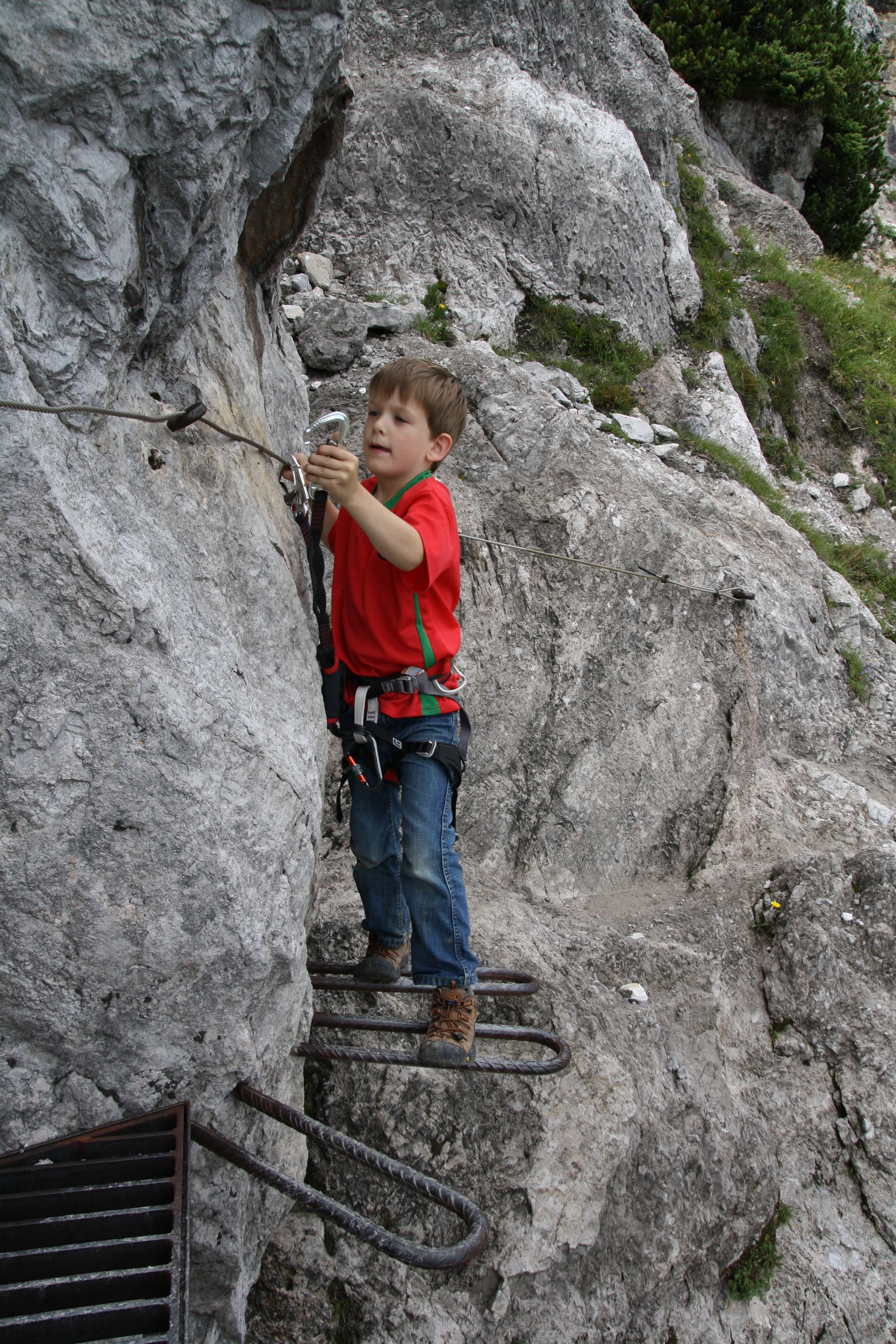 Boy_with_climbing_harness_2 file boy with climbing harness 2 jpg wikimedia commons
