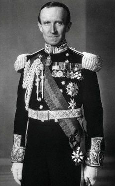 Lord Tweedsmuir was Governor General of Canada from 1935 to 1940. The uniform shown here was the unique ceremonial dress for Governors General of Canada.