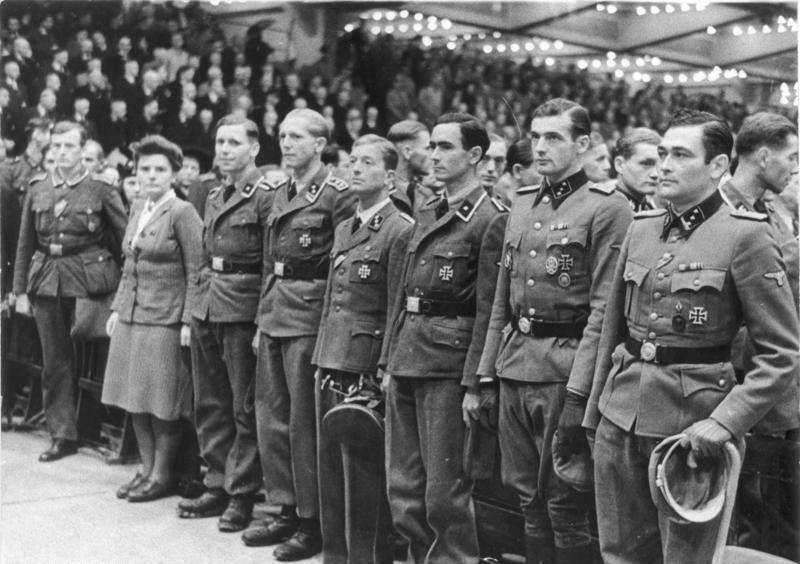 اغاره Gran Sasso ...تحرير الكوماندوس الألماني للزعيم الفاشي موسوليني من سجنه  Bundesarchiv_Bild_183-J07989%2C_Berlin%2C_Sportpalast%2C_Waffen-SS-Angeh%C3%B6rige