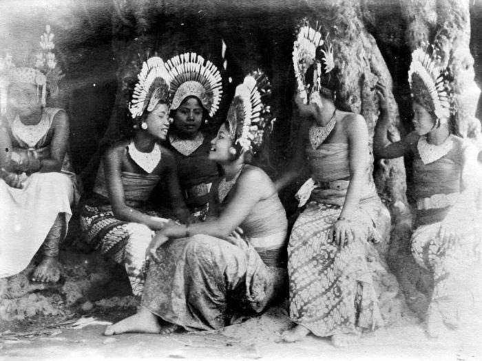 Filecollectie Tropenmuseum Een Groep Jonge Balinese