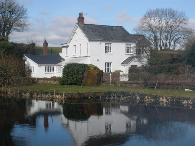 Canalside cottage, near Halberton - geograph.org.uk - 1176433