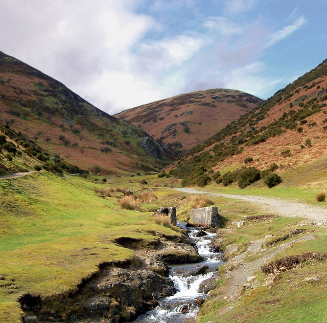 File:Carding Mill Valley footpaths - geograph org uk