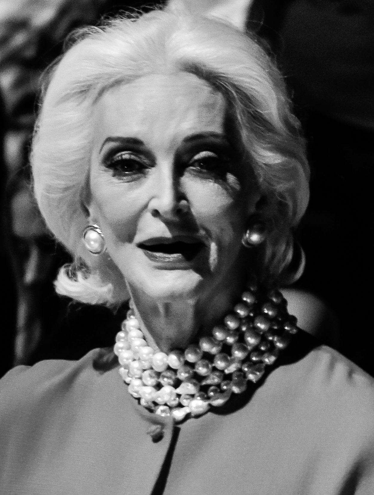 The 89-year old daughter of father (?) and mother(?) Carmen dell'Orefice in 2021 photo. Carmen dell'Orefice earned a  million dollar salary - leaving the net worth at  million in 2021