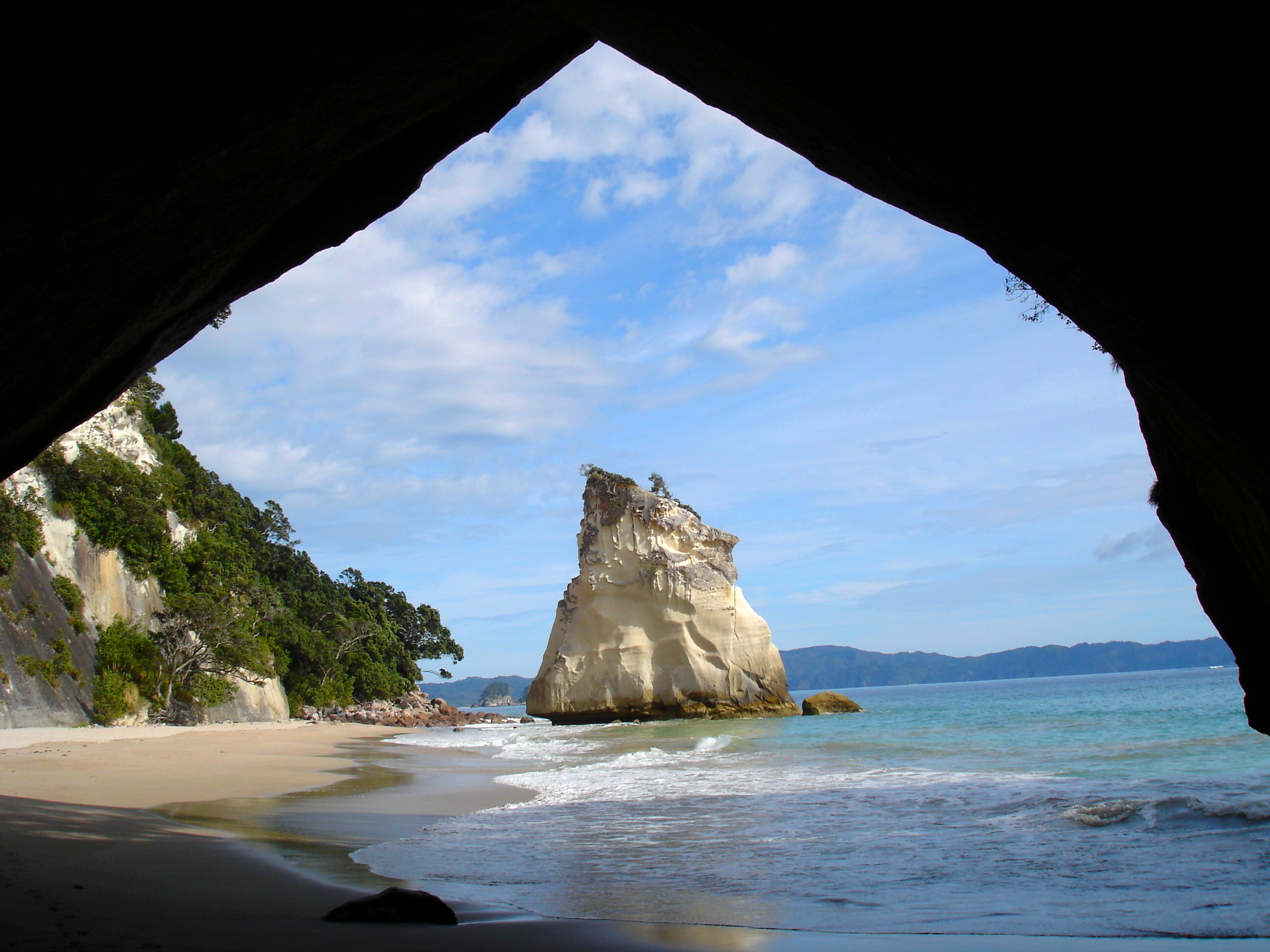 Description Cathedral Cove  Coromandel  jpgCathedral Cove