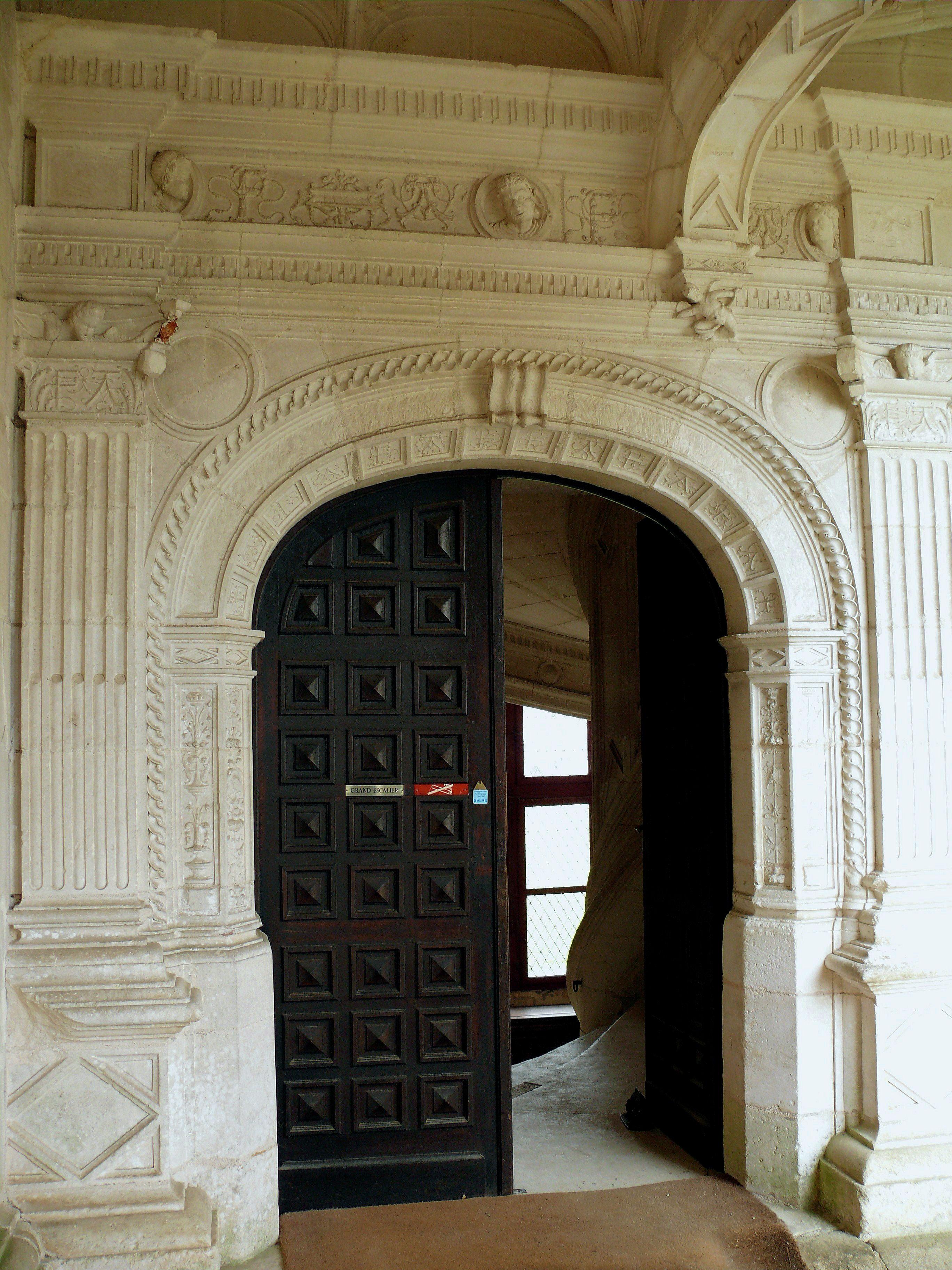 File ch teau de la rochefoucauld aile sud porte sur la for Porte de cour