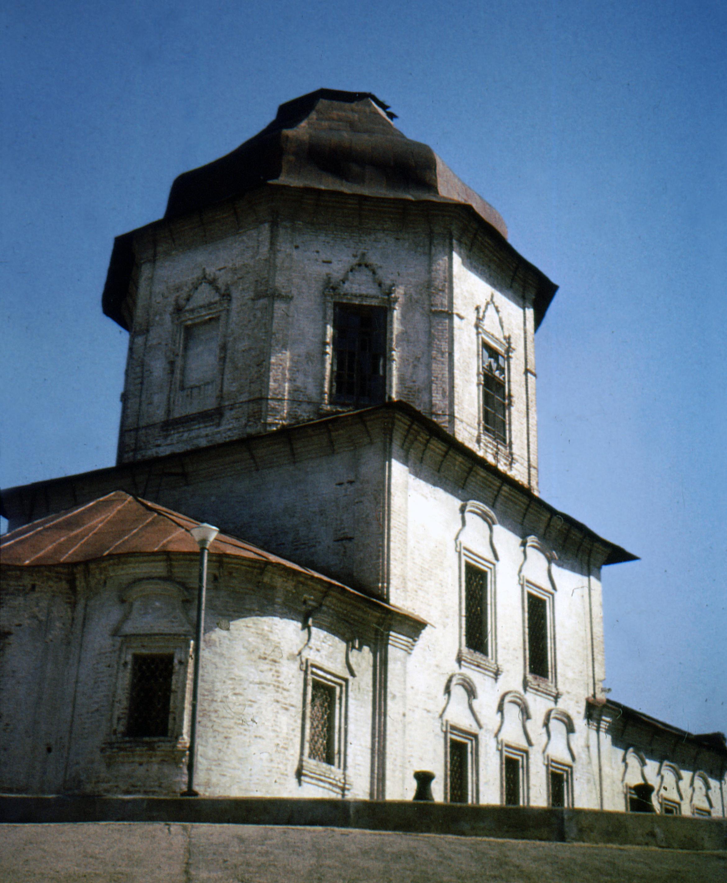 Cheboksary. Church of the Dormition before renovation, 1987.jpg
