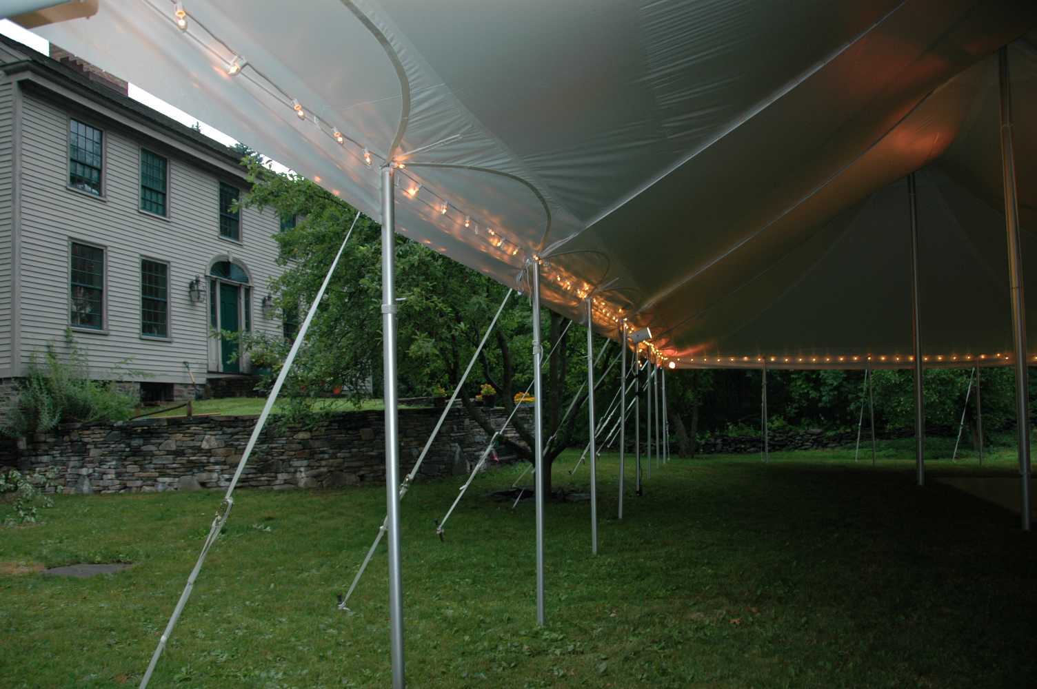 FileClassic Tent Lighting.JPG & File:Classic Tent Lighting.JPG - Wikimedia Commons