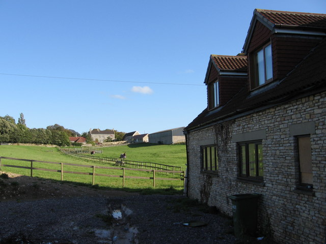 File:Coldharbour Farm in the distance - geograph.org.uk - 254924.jpg