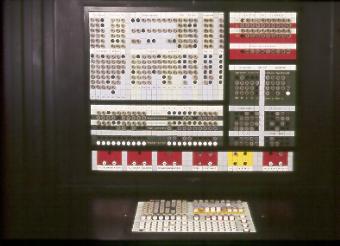 File:Console di comando per sistema Olivetti ELEA 9003 - Museo scienza tecnologia Milano D1230 03 foto.jpg