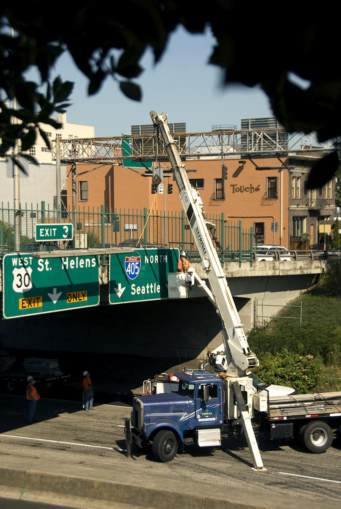 File:Crane installing traffic sign on I-405 in Portland jpg