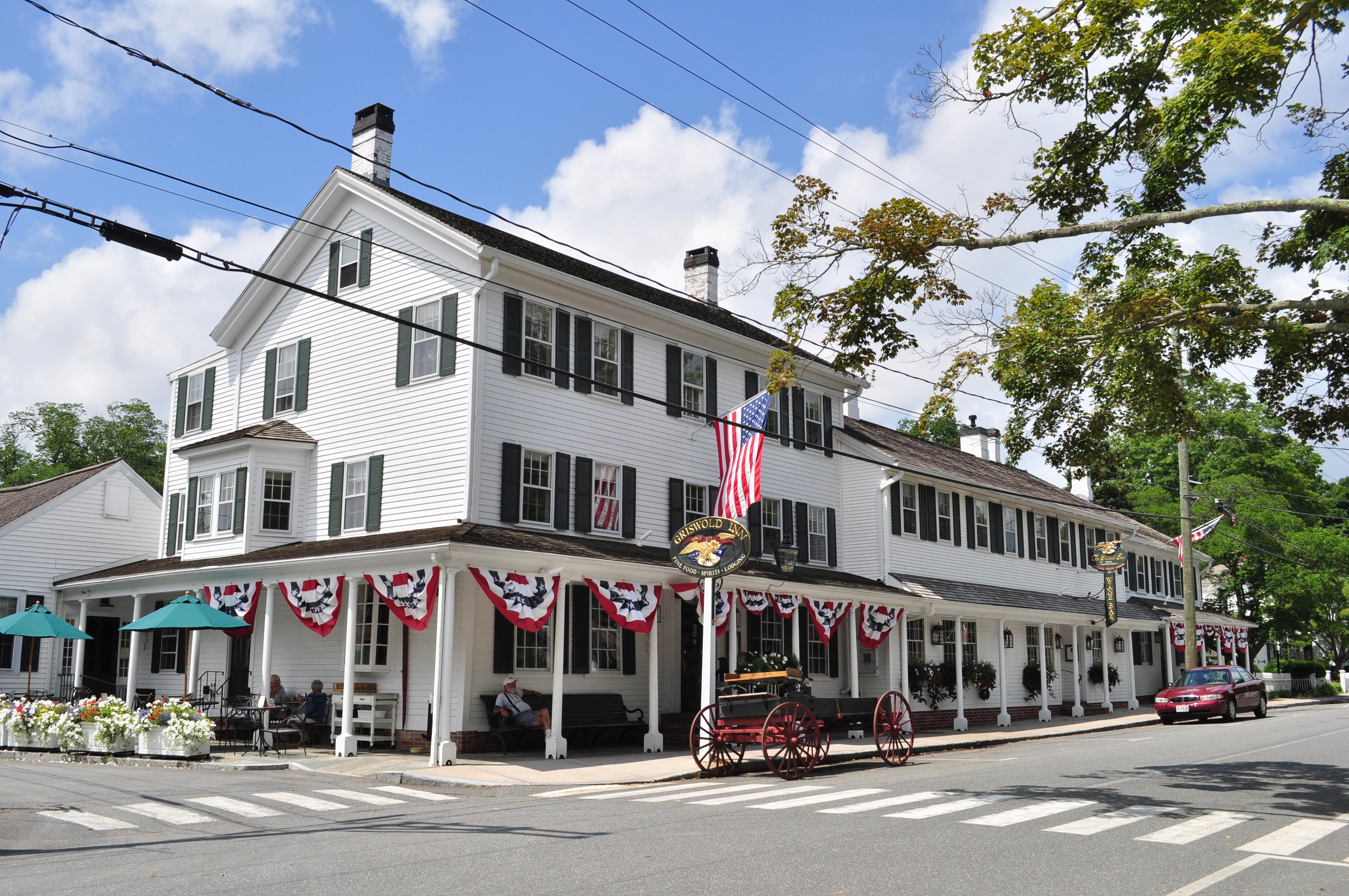 Village Tavern And Grill Restaurant Bar