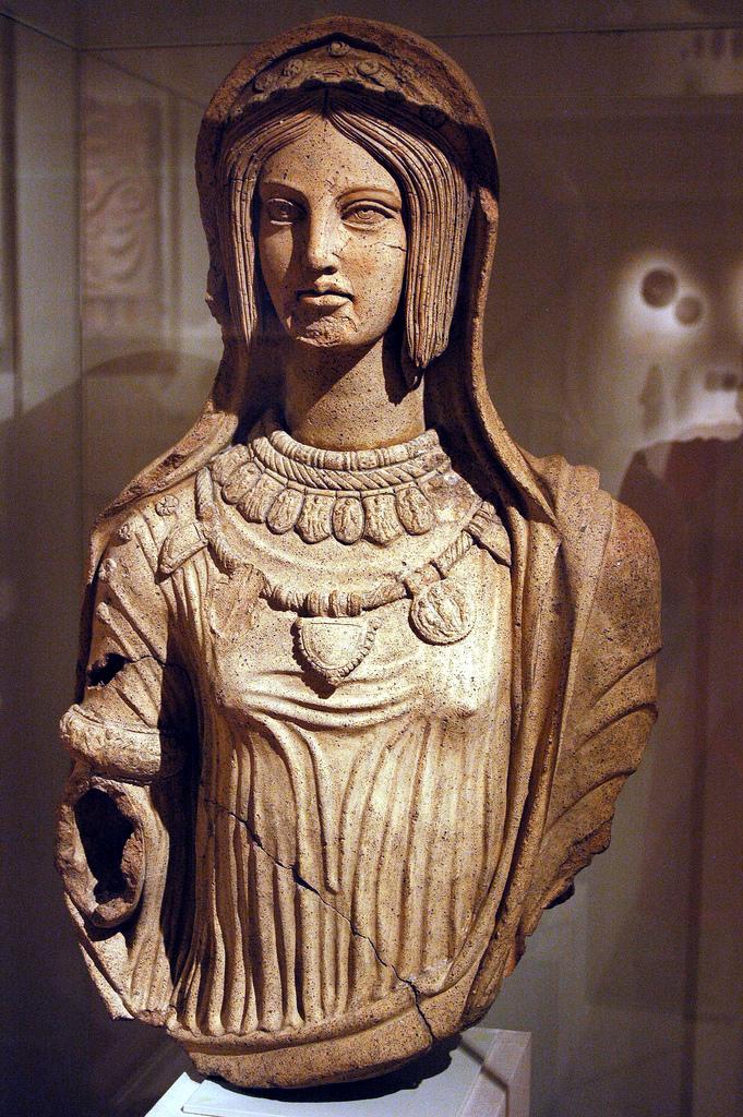 Femme etrusque (Terracotta).jpg