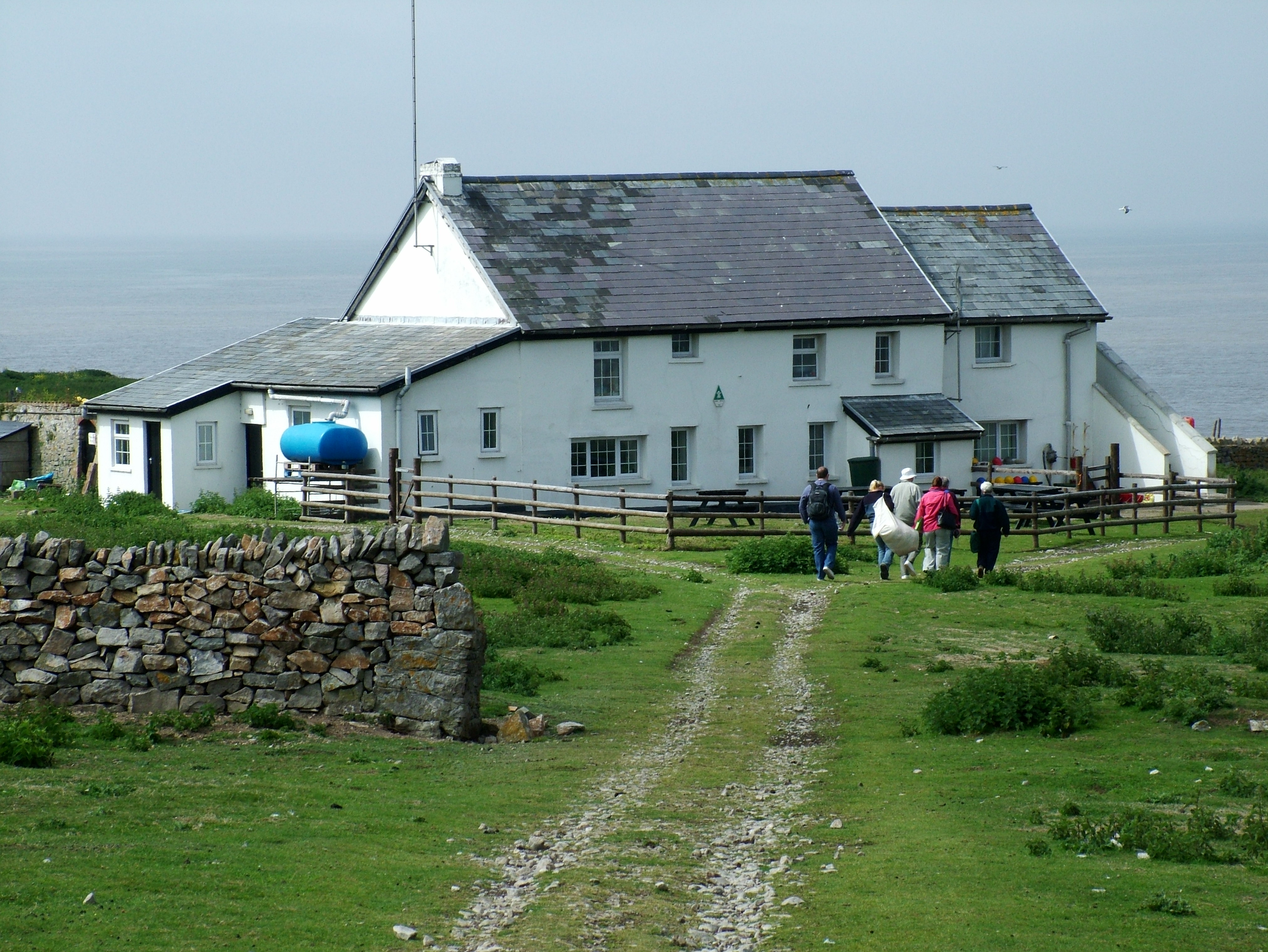File flat holm farm house jpg wikimedia commons for Farmer home