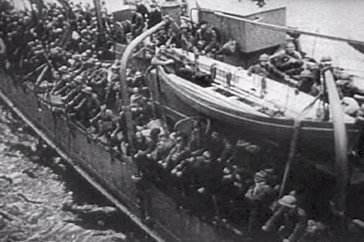 https://upload.wikimedia.org/wikipedia/commons/d/d2/French_troops_ship_dunkirk.png
