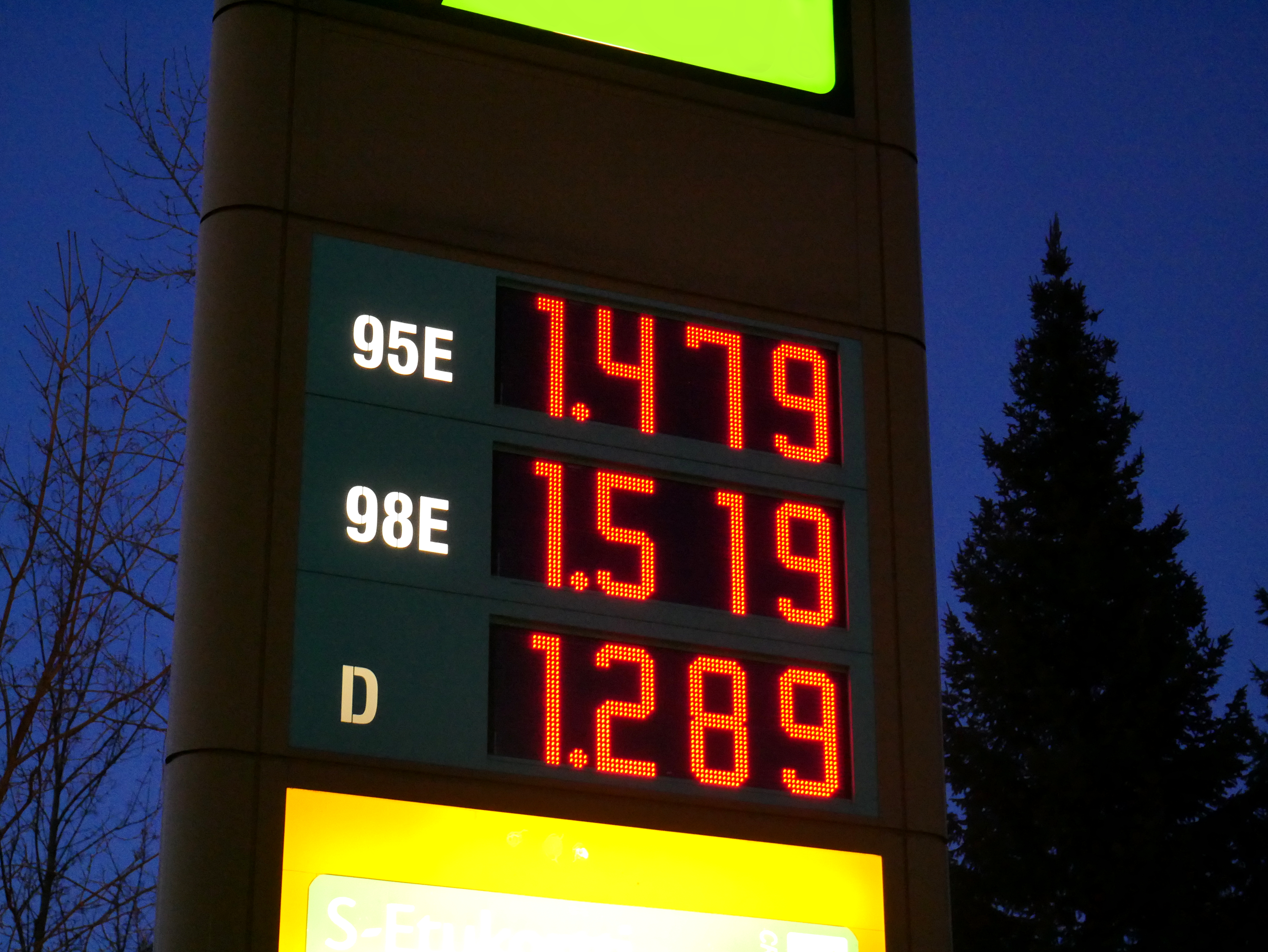 File:Fuel prices night jpg - Wikimedia Commons
