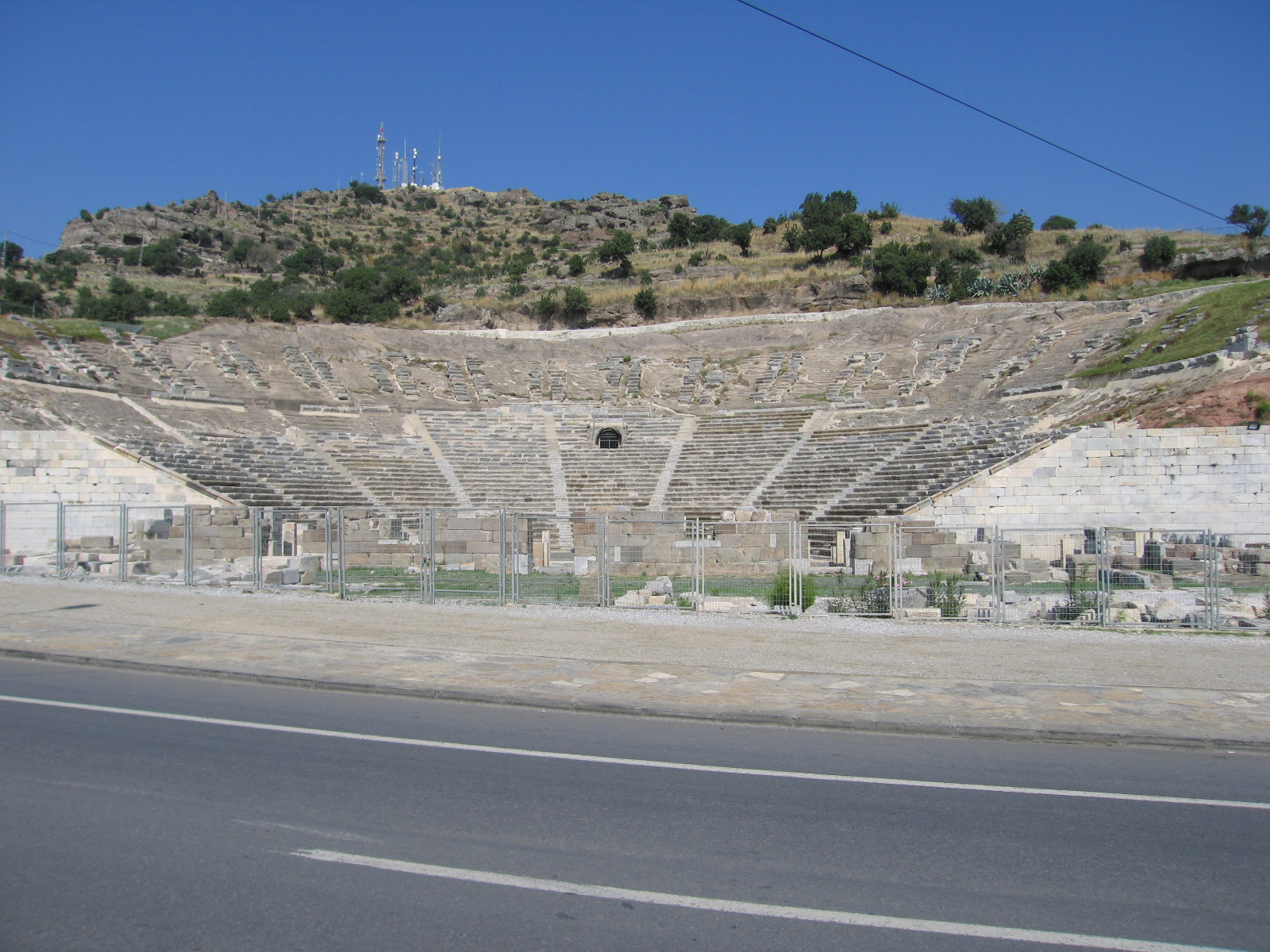 http://upload.wikimedia.org/wikipedia/commons/d/d2/Halicarnassos_Theatre_2008.JPG