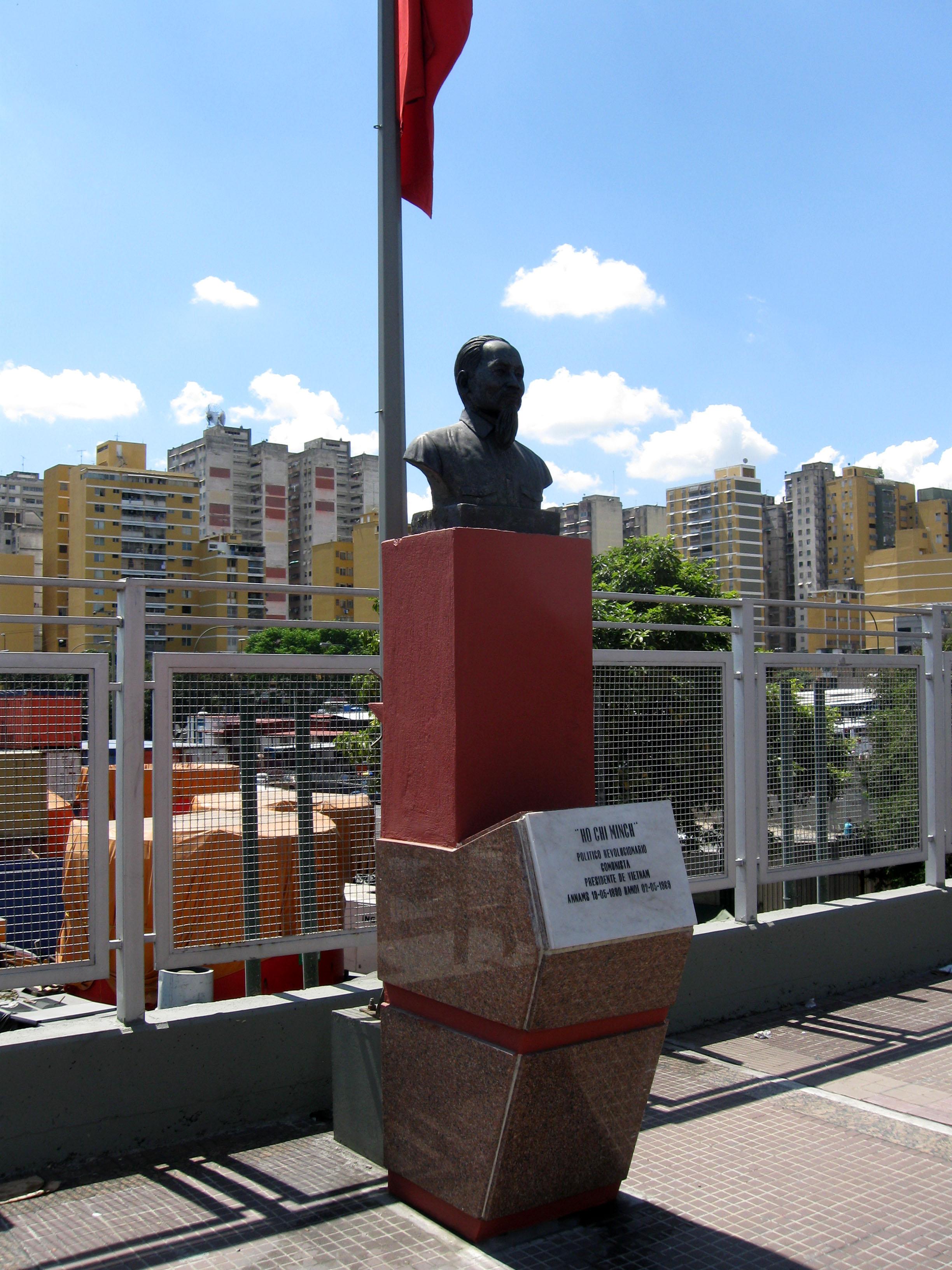 Busto de Hồ Chí Minh en Caracas, capital de Venezuela.