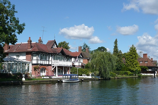 houses at shiplake - geograph.org.uk - 947849.jpg