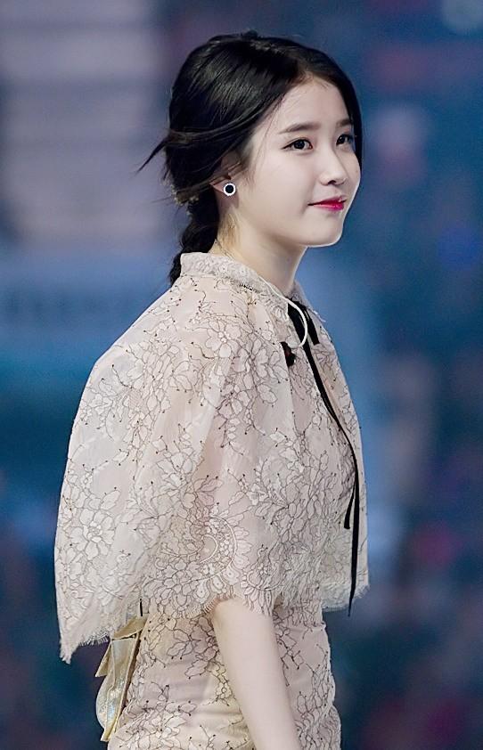 File:IU at Melon Music Awards, 13 November 2014 01.jpg ...