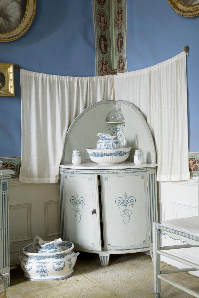 File interieur hoekkast met lampetkan in de blauwe kamer op de verdieping heeze 20532011 - Blauwe kamer kind ...
