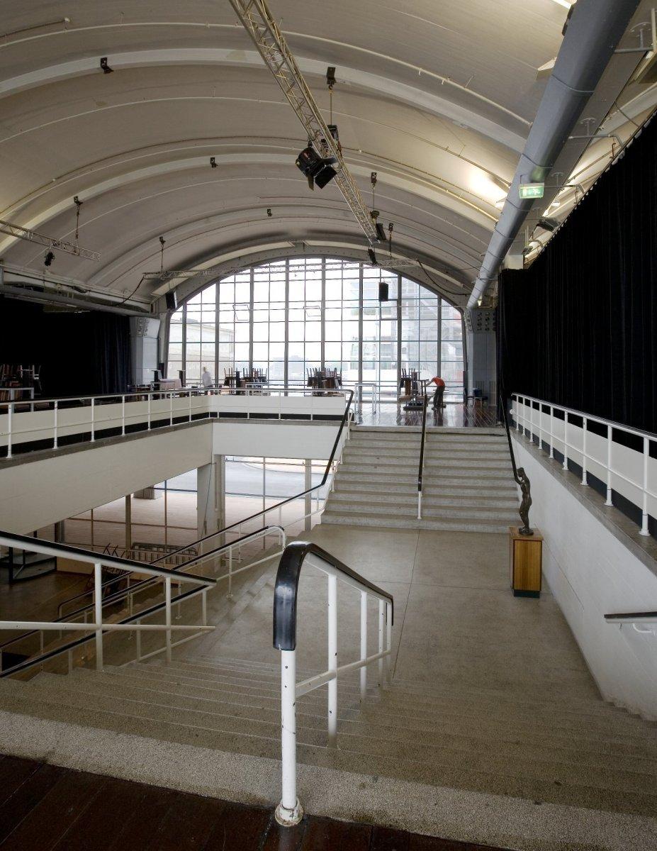 File interieur overzicht van de centrale trap rotterdam for Interieur rotterdam