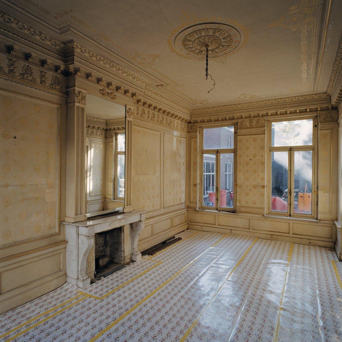 File interieur begane grond kamer met wandschilderingen for Kamer interieur