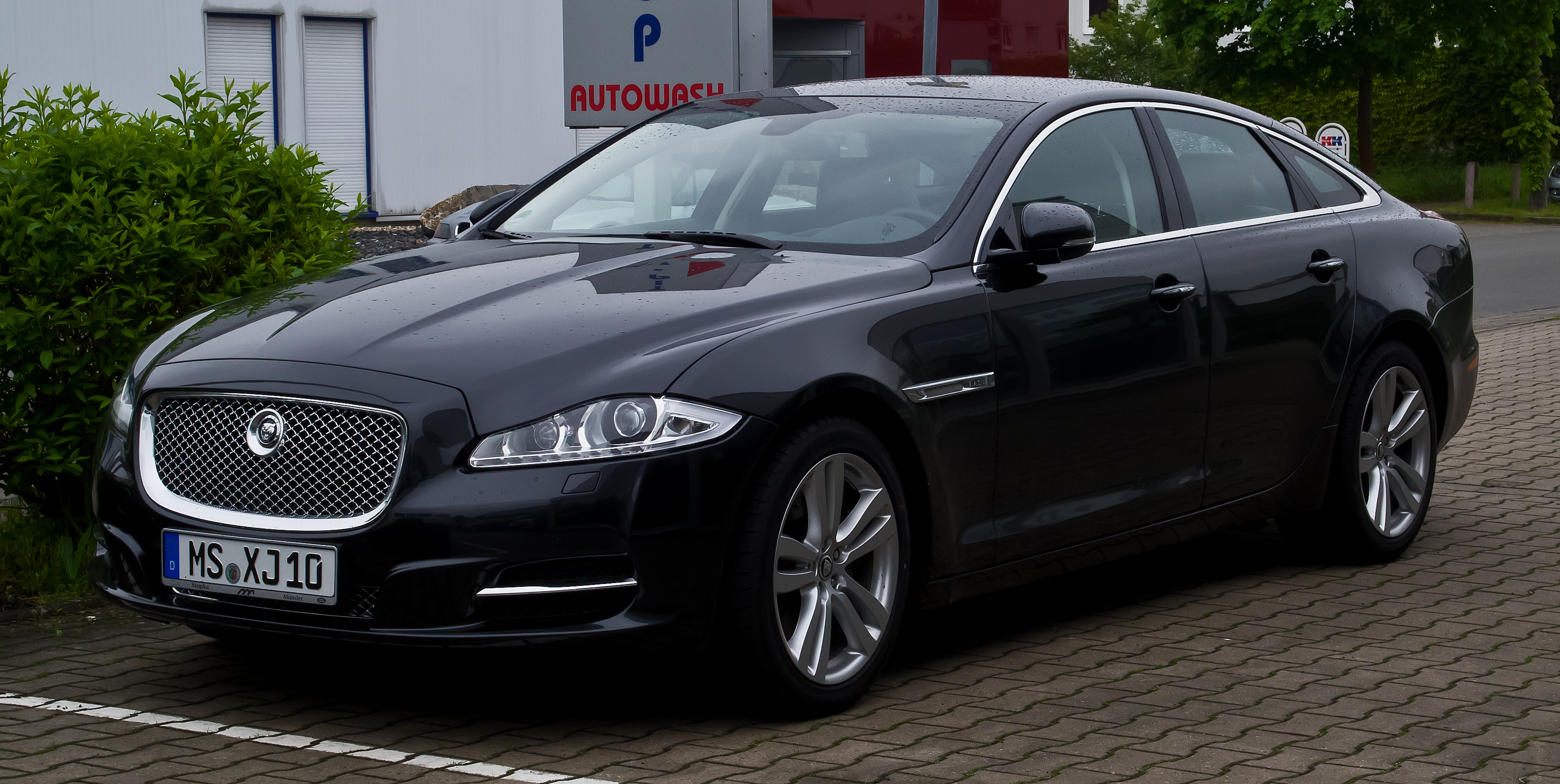 File:Jaguar XJ 3.0 Kompressor AWD Premium Luxury (X351