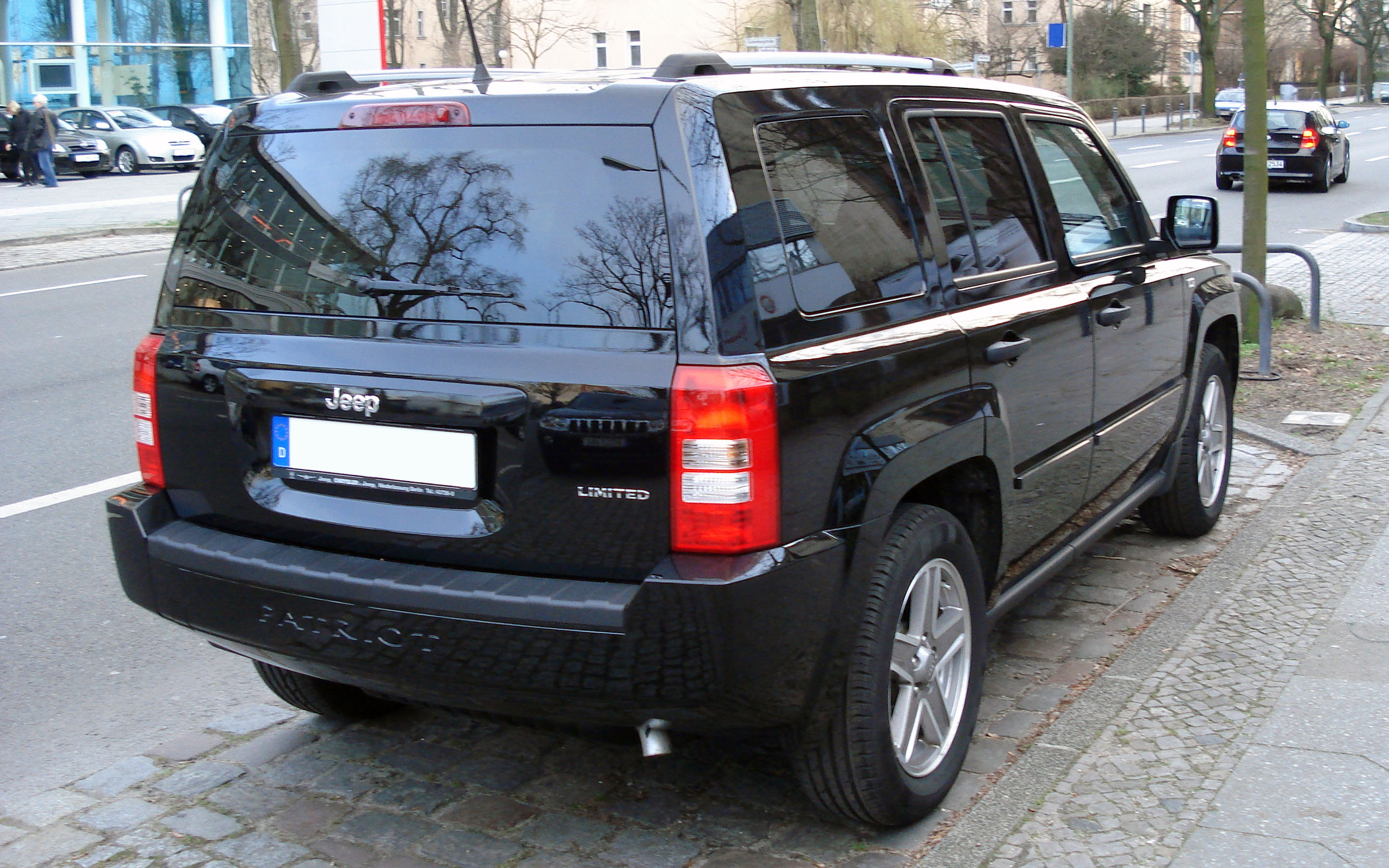 file:jeep patriot black rr - wikimedia commons