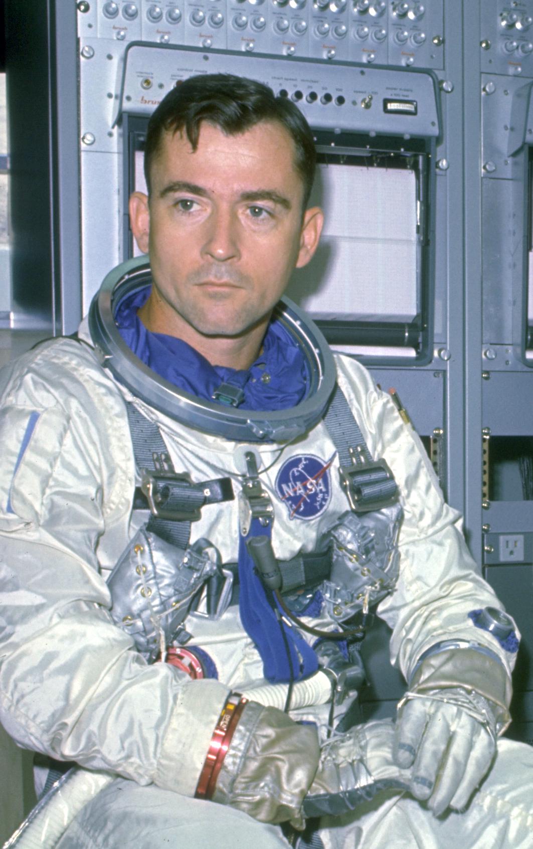 john young astronaut autograph - photo #16
