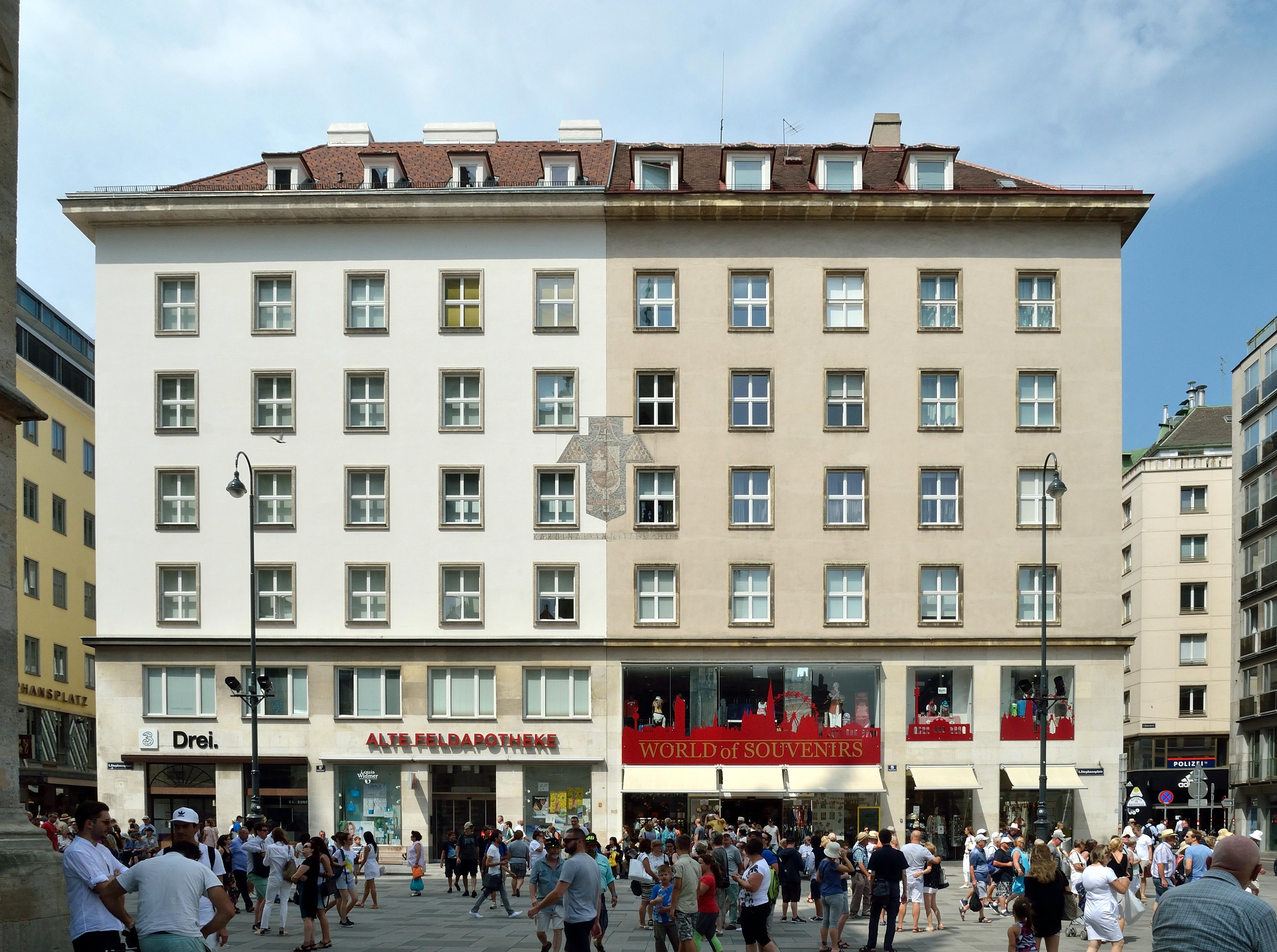 Kardinal-Innitzer-Hof 02, Vienna.jpg