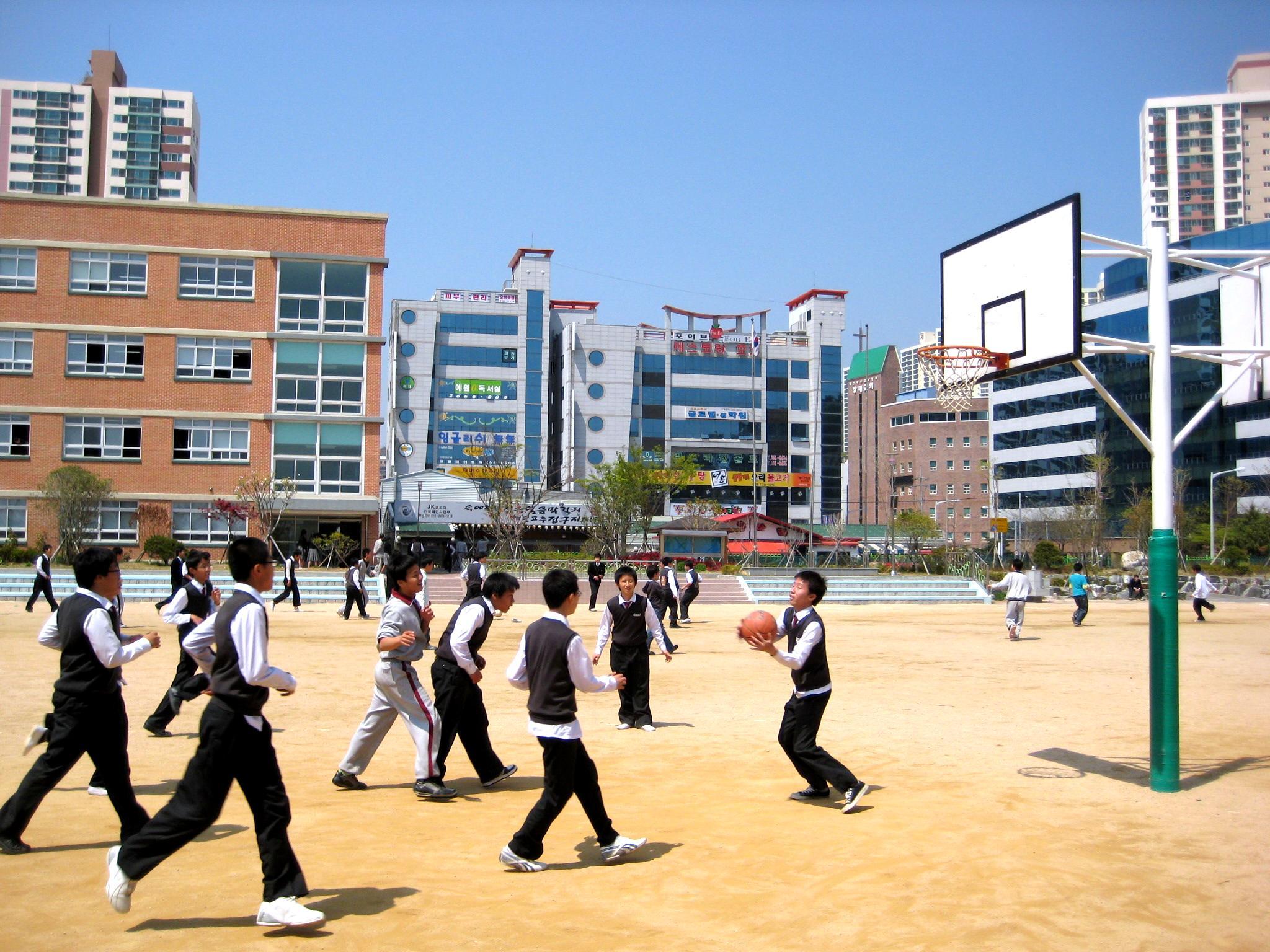 File:Korea-Busan-Doosong Middle School-02.jpg - Wikimedia ...