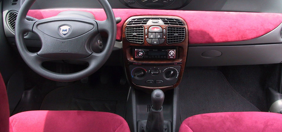 file:lancia y interior106 (cropped) - wikimedia commons