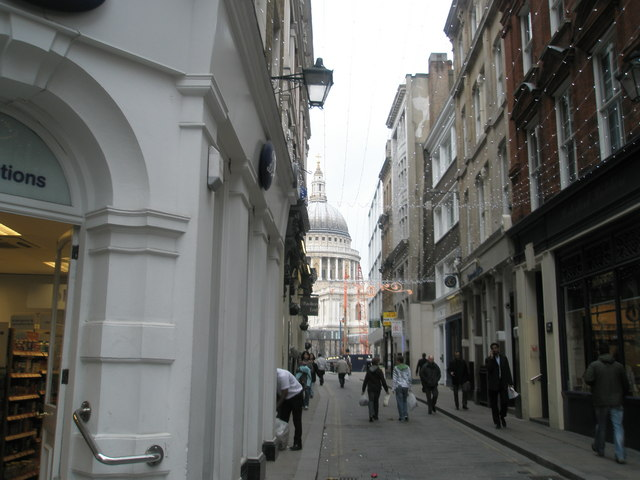 Looking down Watling Street - geograph.org.uk - 643633