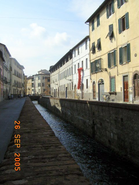 Lucca Italy Images Lucca_italy_via_del_fosso.png