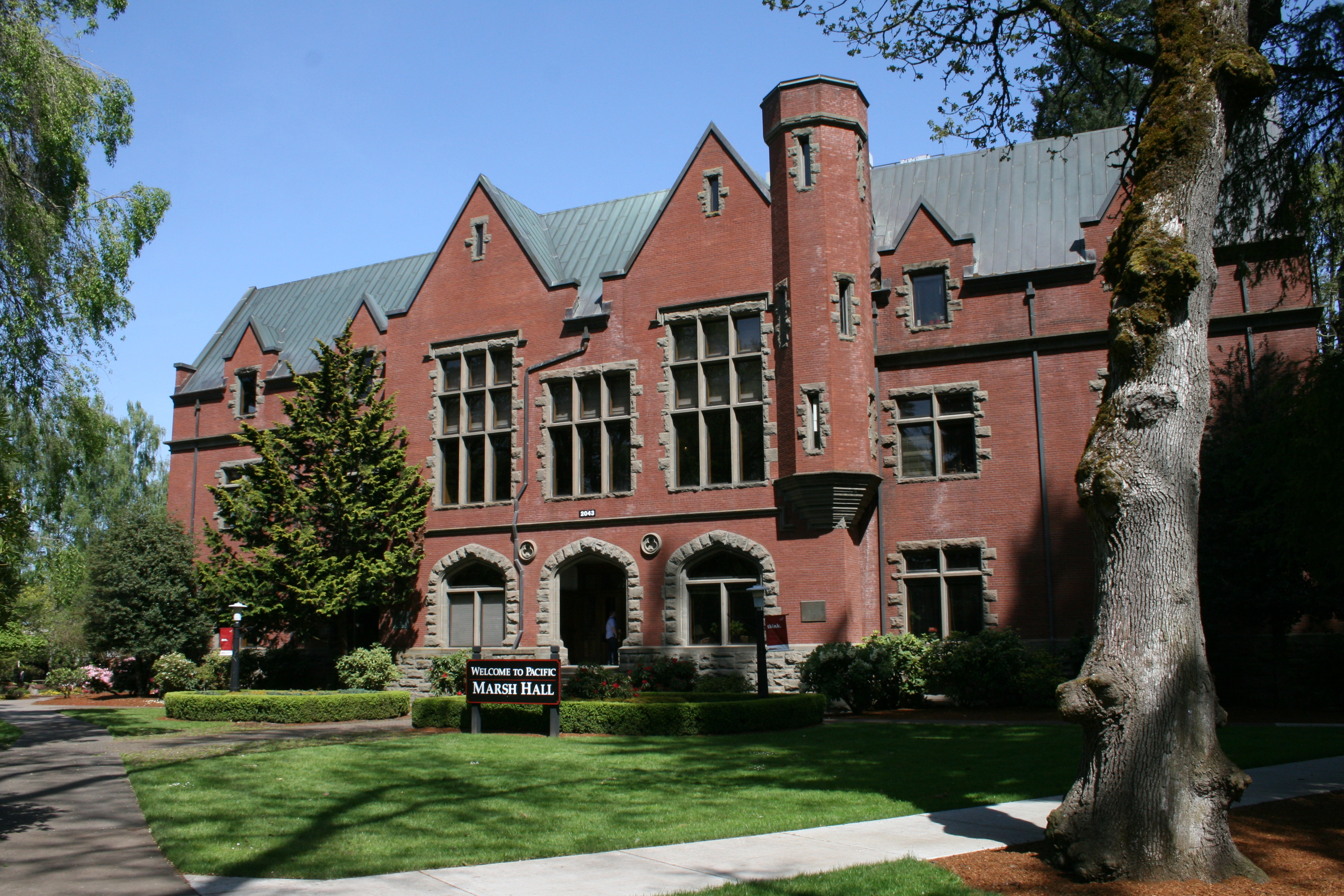 Mansion Foyer University : File marsh hall pacific university g wikimedia commons