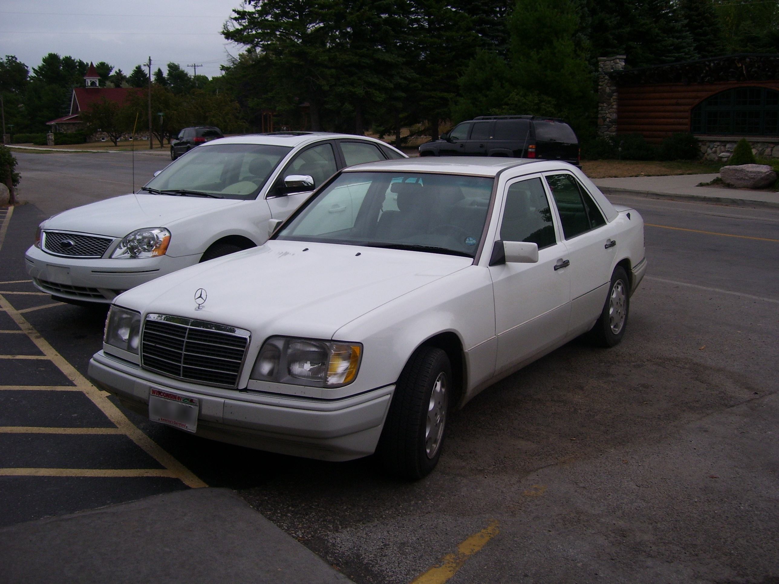 File:Mercedes-Benz E320 1994.jpg - Wikimedia Commons