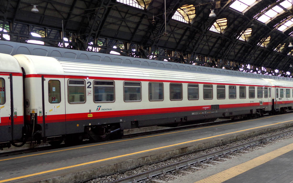 File milano centrale carrozza z frecciabianca jpg wikipedia for Carrozza del treno