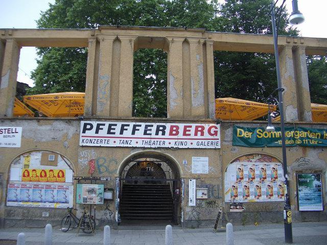 Pfefferberg, Eingang zum Biergarten Ansicht 2004 - Quelle: WikiCommons