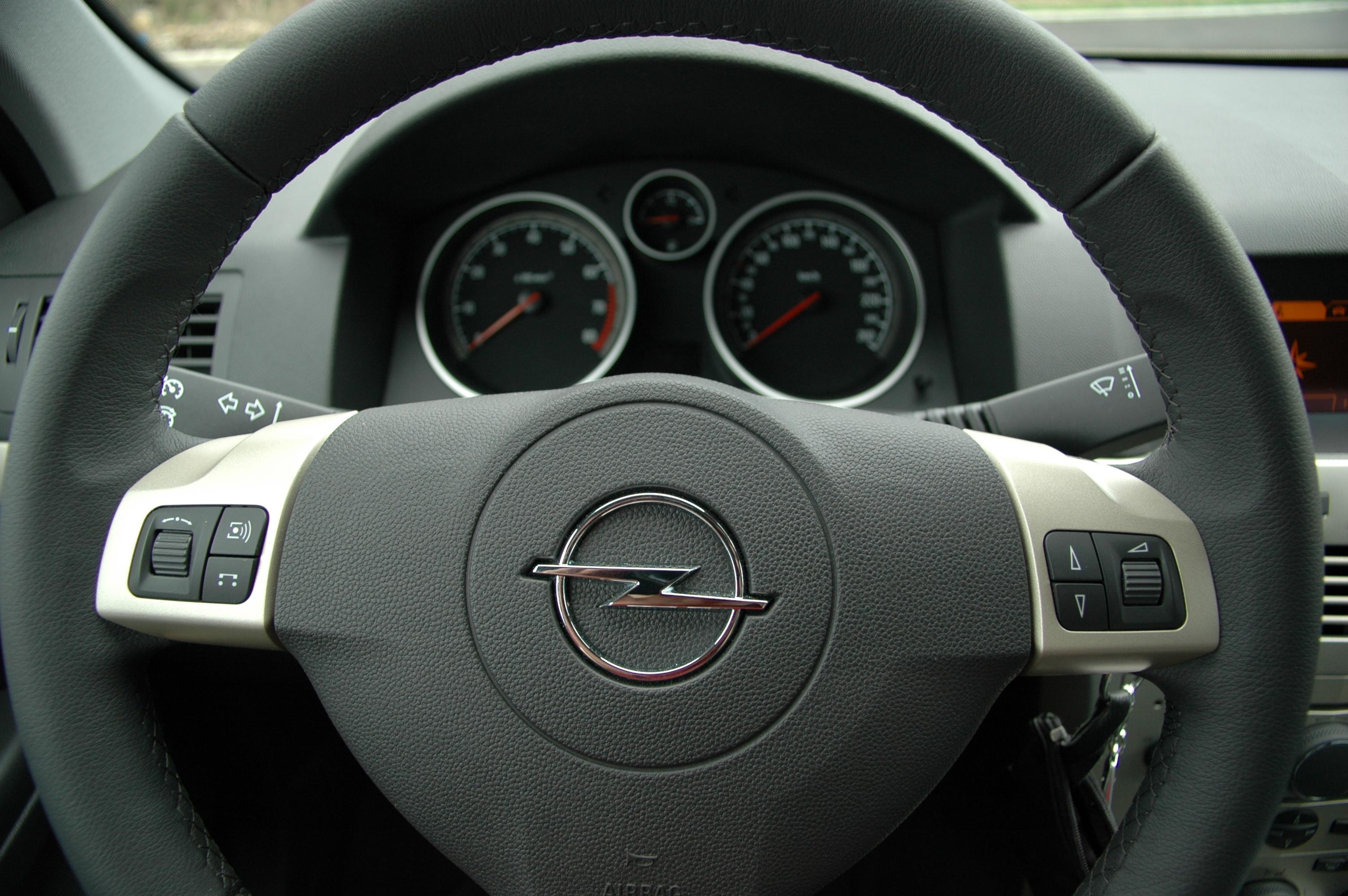 File:Opel Astra H Caravan - Flickr - Axel Schwenke (13).jpg ...