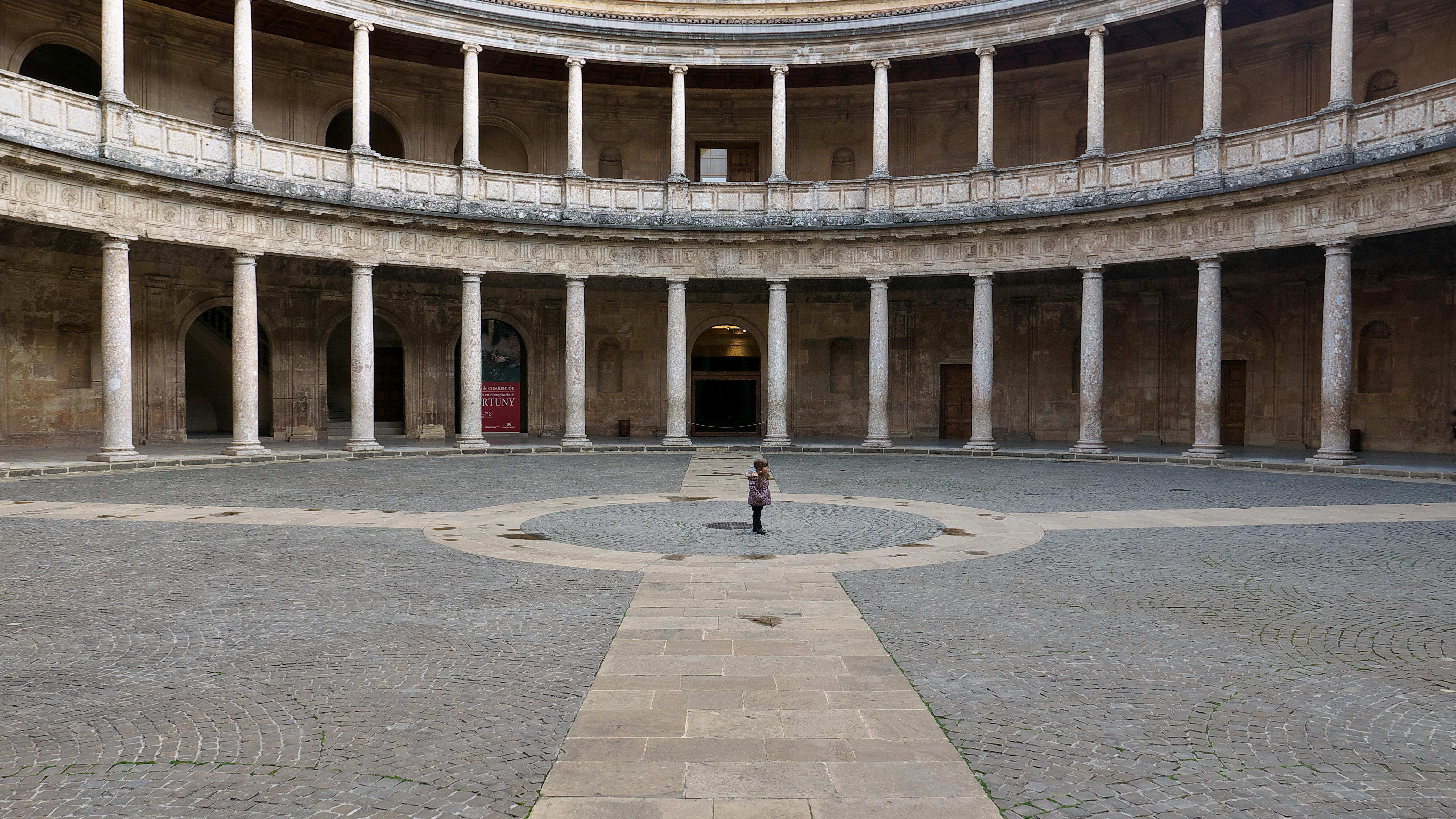 File:Patio Del Palacio De Carlos V (Granada)