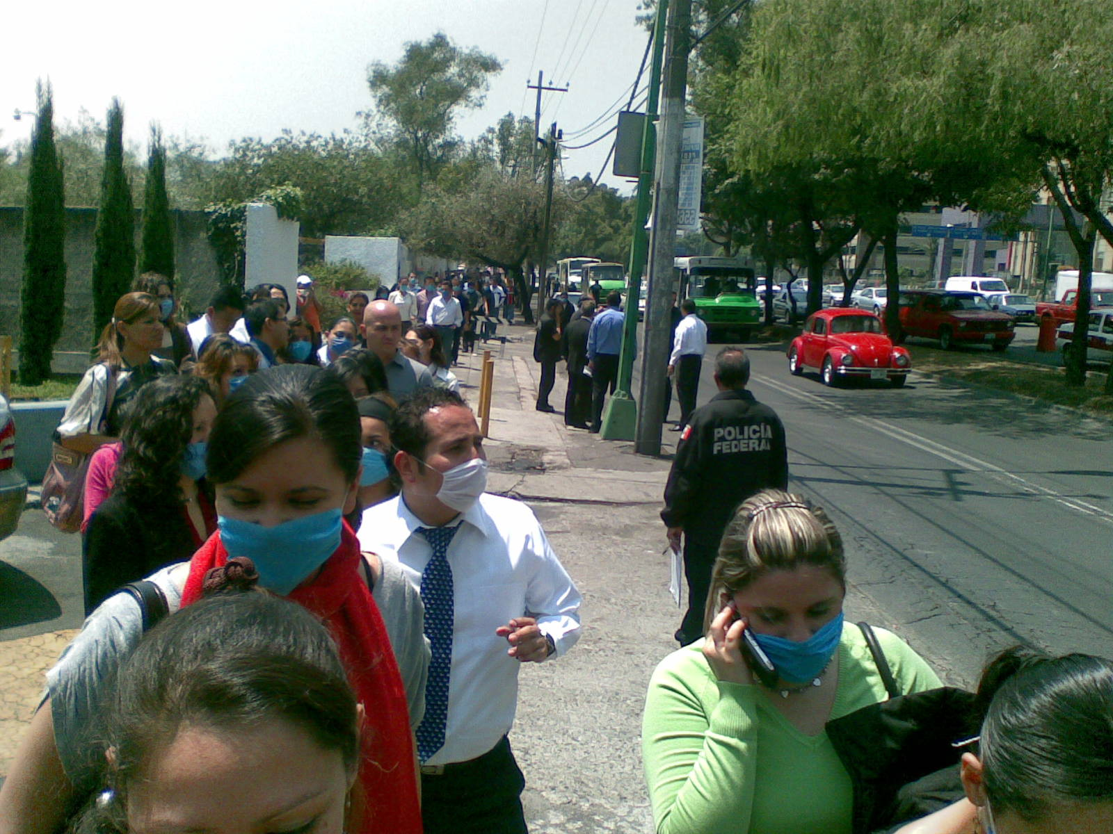 File:People waring face masks in Mexico-27April2009.jpg - Wikimedia Commons