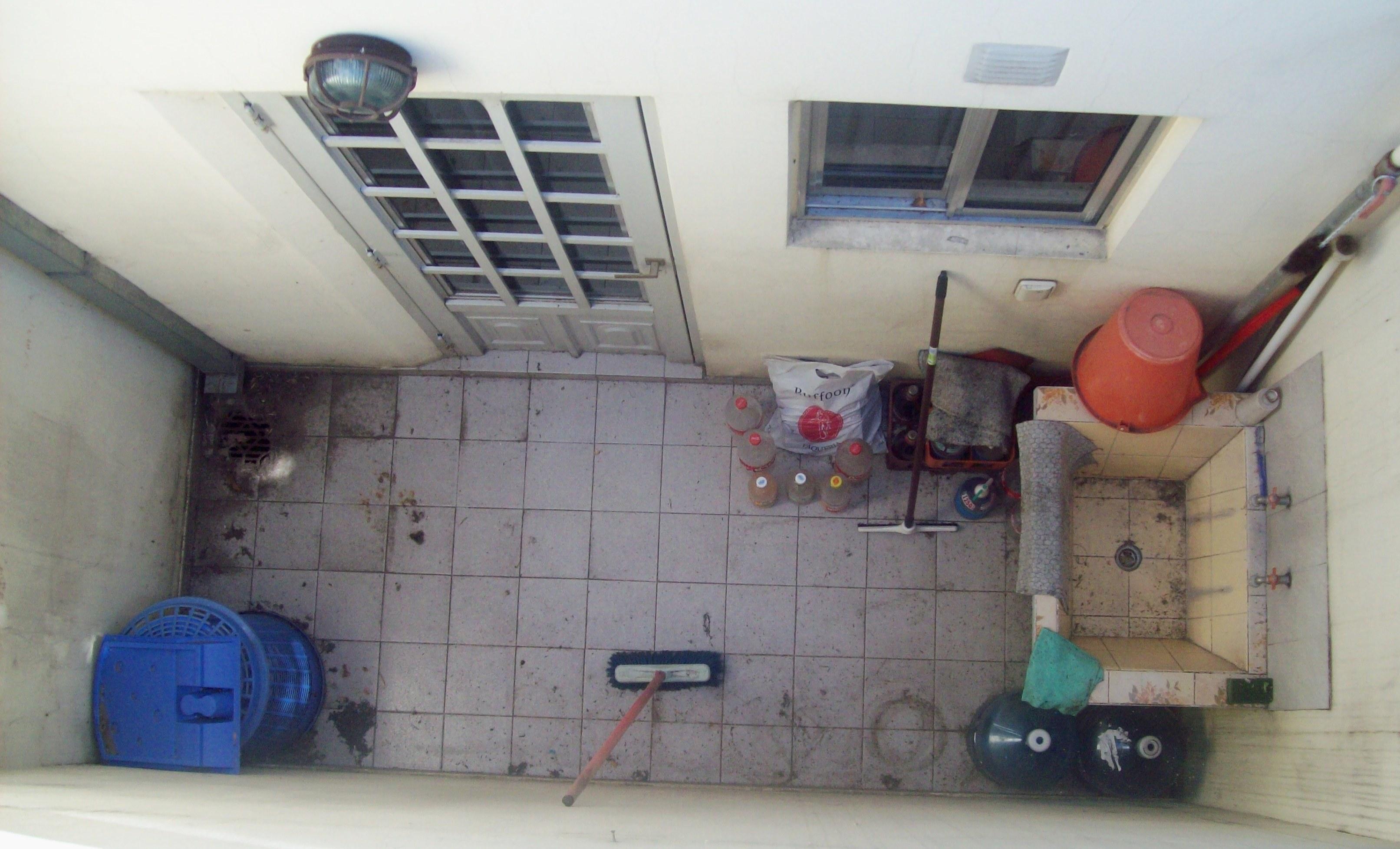File peque o patio visto de arriba jpg wikimedia commons for Patios pequenos
