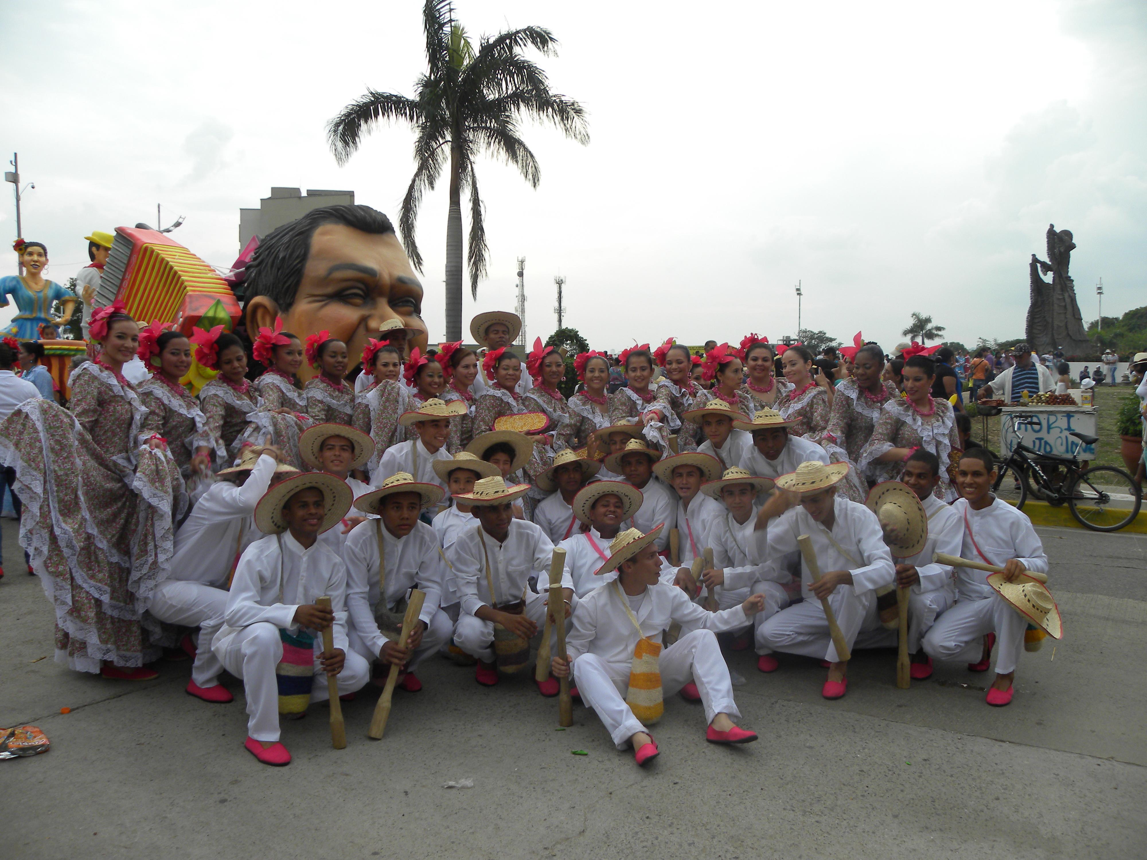 File:Policía participó en el Desfile de Piloneras en el marco del 47 ...
