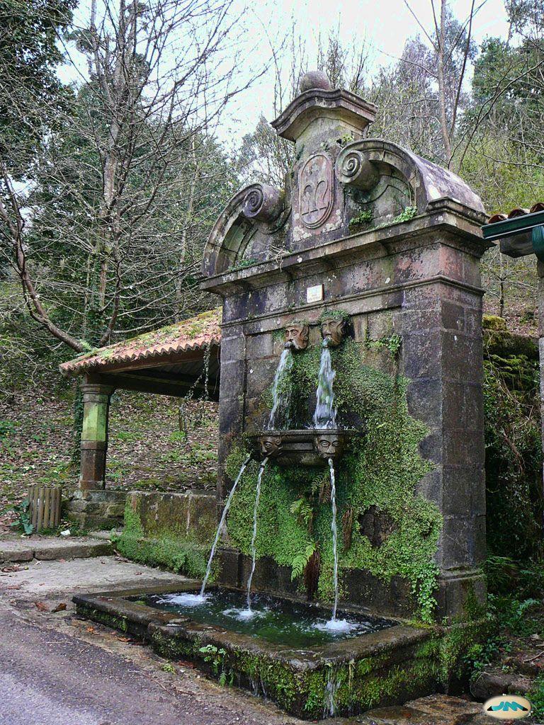 http://upload.wikimedia.org/wikipedia/commons/d/d2/Pontevedra%2C_Pazo_de_Louriz%C3%A1n_46.jpg