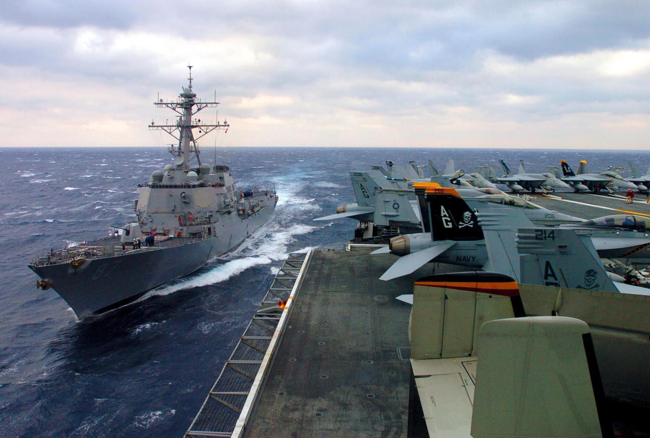 Port_bow_view_of_USS_Mason_%28DDG-87%29_coming_alongside_USS_Dwight_D._Eisenhower_%28CVN-69%29_for_underway_replenishment_060219-N-9174G-001.jpg