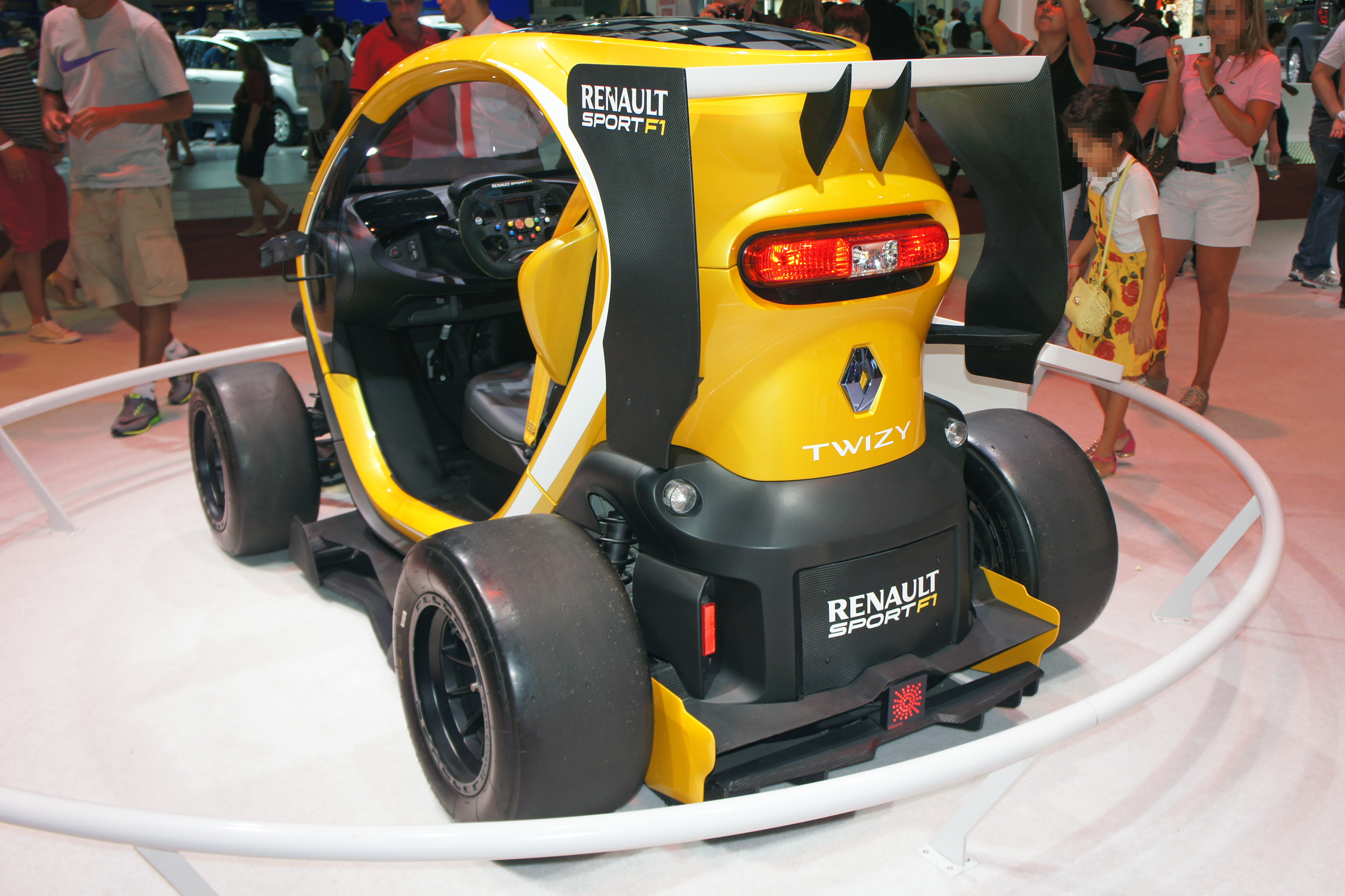file renault twizy sport f1 sao 2014 0330 jpg wikimedia commons. Black Bedroom Furniture Sets. Home Design Ideas