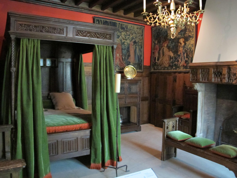 File:Ricostruzione di una camera da letto francese della fine del xv ...