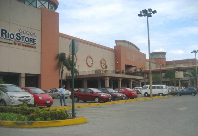 Riocentro Sur, fachada.JPG